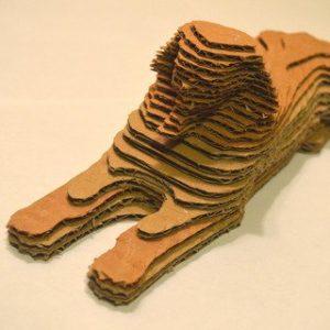 Esfinge tridimensional hecha de cartón